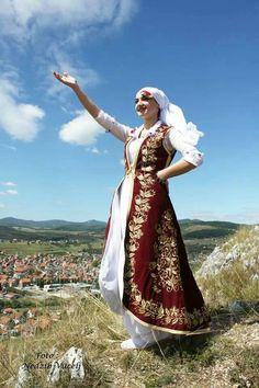 Bosna and Herzegovina Costumes Around The World, Folk Clothing, Folk Costume, People Of The World, Bosnia And Herzegovina, Travel And Leisure, Eastern Europe, Ethnic Fashion, World Cultures
