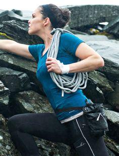 Prima Klima!Wenn Funktionalität derart fein verpackt kommt, atmet dein Körper sprichwörtlich durch. Das StridersEdge Climate Map T-Shirt in atmos greensorgt jederzeit für die optimale Körpertemperaturund macht so Wind und Wetter beinahe vergessen. Die nahtfreie Konstruktion umhüllt dich passgenau und lässt dir doch alle Freiheit zum Atmen, Laufen, Genießen.