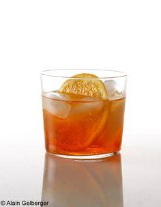 Spritz - Répartissez dans les verres, sur des cubes de glace : 8cl de Campari, 1,5dl de prosecco sec, 8cl d'eau pétillante. Garnissez de rondelles d'orange.