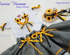 caipira-junina-preta-girassol-caipira-infantil Baby Girl Skirts, Hair Band, Apron, Alice, Disney, Ballet, Children Dress, Maria Clara, Brazil