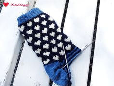 Anleitung: Norwegersocken mit einfachem Herzmuster stricken Wool Socks, Knitting Socks, Pattern Library, Knit Crochet, Couture, Blog, Crocheting, Nice, Inspiration