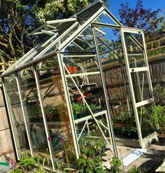 Never knew I would love my Rhino greenhouse so much! Look at those automatic vents! Keeping things cool on a hot day. www.ellenmarygardening.co.uk