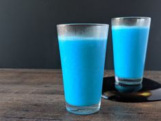 This is a copy-cat recipe for Blue Milk featured at Star Wars Galaxy's Edge at Disneyland and Walt Disney World. Delicious, dairy free, and refreshing! Cat Recipes, Milk Recipes, Blue Milk Recipe, Blue Drinks, Blue Food Coloring, Disney Food, Disney Recipes, Disney Snacks, Frozen Pineapple