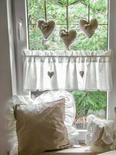 Love this especially the cloth hearts Shabby Chic Kitchen, Farmhouse Kitchen Decor, Shabby Chic Homes, Shabby Chic Style, Shabby Chic Decor, Home Curtains, Curtains With Blinds, Valances, White Cottage