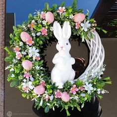Easter Coloring Sheets, Easter Colouring, Easter Wreaths, Holiday Wreaths, Easter Season, Diy Easter Decorations, Hoppy Easter, Diy Wreath, Easter Crafts
