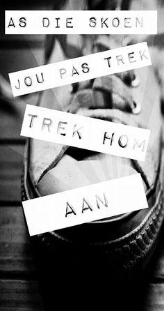 As die skoen pas, trek hom aan Afrikaans, Wise Quotes, Wall Ideas, New Beginnings, Tart, Education, Wallpaper, Memes, Wallpaper Desktop