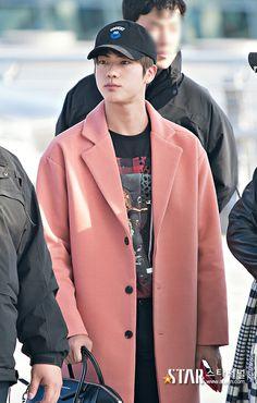 Jin ❤ BTS at Incheon Airport heading to MAMA 2016 in Hong Kong #BTS #방탄소년단
