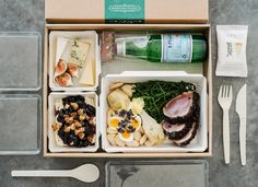 We are a small design studio based in London. Our philosophy is simple, to offer a friendly service that delivers thoughtful, creative and engaging work. Restaurant Healthy, Deco Restaurant, Takeaway Packaging, Food Packaging Design, Burger Packaging, Coffee Packaging, Bottle Packaging, Comida Delivery, Lunch Delivery
