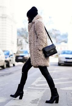The teddy coat is one of the hottest winter trends. These teddy bear coats, made from shearling, sherpa and fleece lined fabrics are perfect for keeping warm. Here are some fur teddy coat and jacket outfit ideas that are trendy and cozy! Fashion Blogger Style, Fashion Mode, Fashion 2018, Look Fashion, Womens Fashion, Fashion Trends, Fashion Bloggers, Ladies Fashion, Feminine Fashion