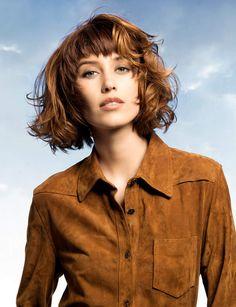 Une frange épaisse On vous donne nos astuces pour bien coiffer votre frange.