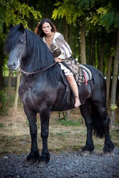 Romanian Traditional Attire Romanian Flag, Romanian Girls, Horse Hay, Barefoot Girls, World Of Darkness, Beautiful Places In The World, Dark Ages, Beautiful Horses, Old Photos
