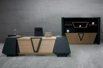 Find out all of the information about the SOLENNE OFFICE FURNITURE product: executive desk FLAT . Modern Office Table, Office Table Design, Reception Desk Design, Office Furniture Design, Office Interior Design, Office Interiors, Executive Office Desk, Luxury Office, Wooden Desk