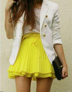 Yellow knife pleat short skirt. White blazer