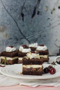 Romanian Desserts, Cake Recipes, Dessert Recipes, Crazy Cakes, Dessert Drinks, Mini Cakes, Cake Cookies, Sweet Treats, Cheesecake