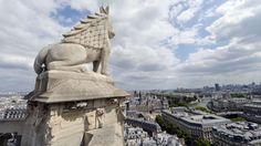Les Parisiens retrouvent la tour Saint-Jacques. Tour Saint-Jacques, Paris - finally reopened to the public.