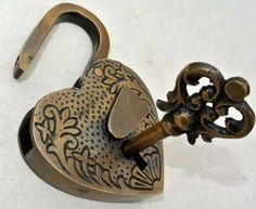 New Ideas Tattoo Heart Key Doors Antique Keys, Antique Doors, Vintage Keys, Under Lock And Key, Key Lock, Key Tattoos, Old Keys, Knobs And Knockers, Key To My Heart