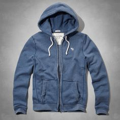 Supersoft fleece with a cozy waffle drawstring hood, full zipper closure and front pockets, iconic embroidery at left chest, Classic Fit, Imported 88€ maat M (mannen)