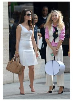 Kristin Davis as Charlotte York Goldenblatt and Sarah Jessica Parker as Carrie Bradshaw in SATC... perennial posh and superb style.