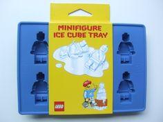 Bandeja de cubos de hielo con figuritas de LEGO, $11   24 regalos de cocina para tus veinteañeros favoritos