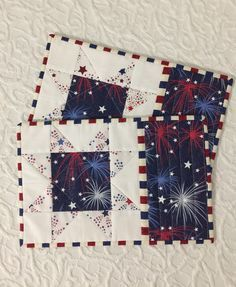 Patriotic Mug Rugs Place Mats Candle Mats Red White Blue Quilting Tutorials, Quilting Projects, Sewing Projects, Patriotic Quilts, Patriotic Crafts, July Crafts, Small Quilts, Mini Quilts, Mug Rug Patterns