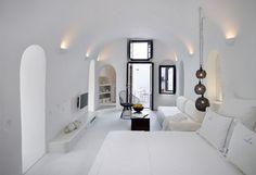 A Oia, en Grèce, se trouve The Sea Captain's House / La Maison du Capitaine qui est en fait un luxueux hôtel surplombantle paysage paradisiaque de bord de