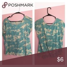 Loose tee perfect for everything Loose flowing shirt with a little more length on the right side to tie a cute knot. Says size small but fits like a forever 21 Large kohls Tops Blouses