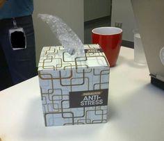 pr evacuer la colere/ le stress des petits ! boite à mouchoirs reconvertie en distributeur de papier bulles !