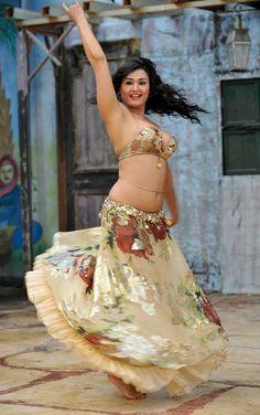 gold Eman Zaki costume Nesma