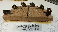 Tanjan tekemä suklaakakku kahvilaan