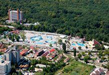 Aceasta este cea mai căutată staţiune balneară din România. Ape termale unice în Europa Dolores Park, Garden, Travel, Plant, Garten, Viajes, Lawn And Garden, Gardens, Destinations