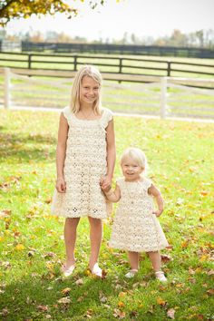 crochet flower girl dresses that fit right in with this lovely rustic affair  Photography by http://abbyrosephoto.com