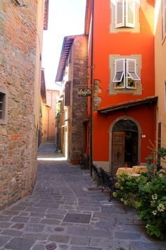 The most beautiful, medieval, cobble stoned village in Tuscany - #Montecatini #Italy