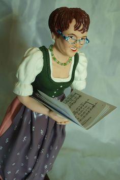Porträtfigur Musikerin www.figurenwerkstatt.at Cinderella, Disney Characters, Fictional Characters, Disney Princess, Figurines, Artworks, Fantasy Characters, Disney Princesses, Disney Princes