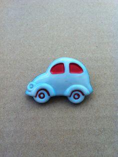 Vintage broche - Rijden, rijden, rijden, in een wagentje!