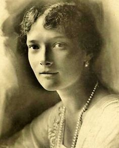 Tatiana, August 1916, in her last formal photoshoot. It's undeniable the why many courtiers considered her the most beautiful via : tatiana_of_russia on IG.