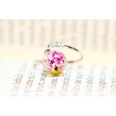 【eine_blume10】さんのInstagramをピンしています。 《[eine Blume] 'Cherry Blossom'  지난 봄 벚나무를 그대로 담은 꽃나무반지❤️ http://blog.naver.com/die_blume10  문의는 Kakao(ID: Amethyst02) or Direct  #押花 #pressedflower #pressedflowerring #생화반지 #압화반지 #생화 #압화 #押花リング  #花リング #押し花リング #우정반지 #아이네블루메 #eineBlume #꽃반지 #realflowerring #realfloweraccessories #押し花 #인생템 #우정링 #桜  #花リング #sakura #cherryblossom #꽃 #꽃스타그램 #레진공예 #핸드메이드 #resin #handmade #》