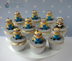 Minion Cupcakes   por The Clever Little Cupcake Company