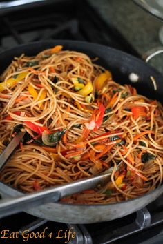 Vegeteble Lo Mein made with whole wheat spaghetti. So easy and much healthier and tastier than take out. Use sugar for a vegan version instead of honey as well as whole wheat pasta. #lomein #cleaneating #vegan