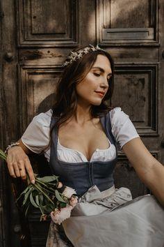Medieval Girl, Medieval Dress, Dirndl Outfit, Vintage Dresses, Vintage Outfits, Oktoberfest Outfit, Beer Girl, Face Photography, Fantasy Dress