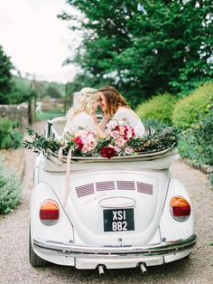 Wedding Planning Tips For The Busy Bride – Fine Weddings Lesbian Wedding, Wedding Couples, Wedding Bands, On Your Wedding Day, Dream Wedding, Farm Wedding, Boho Wedding, Wedding Reception, Cute Lesbian Couples