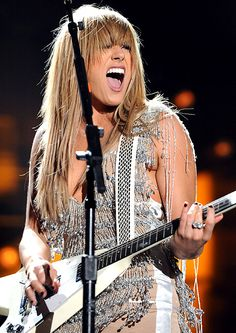 Grace Potter - nothing sexier than a gorgeous woman playing guitar and sing her ass off.