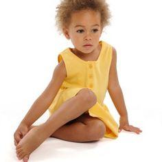 Robe petite fille jaune en coton bio Conscients http://www.conscients.com/shop/fr/vetement-bio-fille/51-robe-bio-jaune-flying-girl-conscients.html