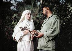 """""""Bóg jeden wie, panie Allison"""" - Deborah Kerr, Robert Mitchum - 1957. Film Johna Hudsona. Fotograma de la película Sólo Dios lo sabe (Heaven Knows, Mr. Allison, 1957), dirigida por John Huston. Actores Deborah Kerr y Robert Mitchum."""