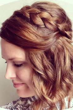 Casual and Easy Updos for Short Hair ★ See more: http://glaminati.com/casual-easy-updos-for-short-hair/