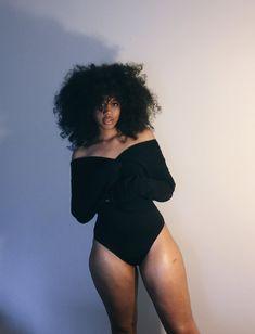 black women curves line Beautiful Black Girl, Beautiful Women, Beautiful Eyes, Beautiful Pictures, Black Girl Magic, Black Girls, Looks Hip Hop, 3d Foto, Curly Hair Styles