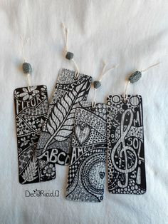 Creative Bookmarks, Diy Bookmarks, Mandala Art Lesson, Mandala Artwork, Zentangle Drawings, Zentangle Patterns, Newspaper Painting, Old Book Art, Abstract Pencil Drawings