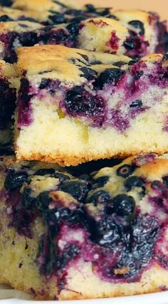 Melt in Your Mouth Blueberry Cake Recipe. This looks so SO good Blueberry Desserts, Blueberry Cake, Just Desserts, Delicious Desserts, Dessert Recipes, Yummy Food, Blueberry Biscuits, Cupcake Cakes, Cupcakes