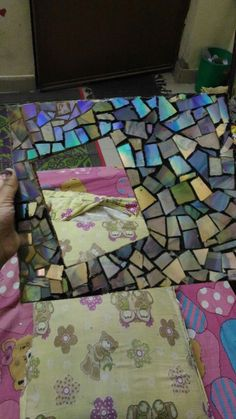 Handmade crafts-- cool Photo frame made by broken compact disc pieces