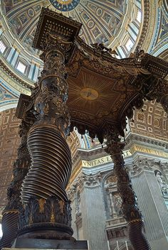 Roma, Basilica de San Pedro, Baldaquino de Bernini ~ this bronze Bernini structure is 94ft tall.