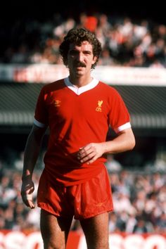 Graeme Souness---- When football was still a contact sport Souness was the complete midfielder. The fact he was one of the most gifted MODERN-DAY British footballers is often overlooked as he was also able to unleash tackles of real bite and venom. Free Football, Best Football Players, Retro Football, Sport Football, Football Shirts, Liverpool Fc Team, Liverpool Legends, Graeme Souness, Bob Paisley